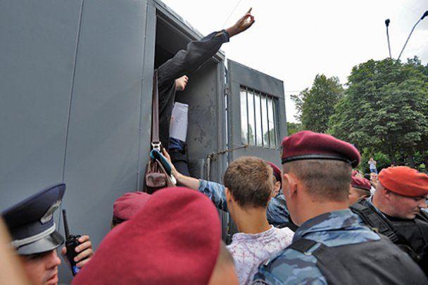 Задержанные за пикет против Кирилла националисты отделались предупреждением