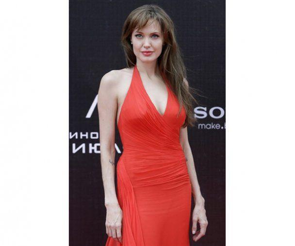 Анджеліна Джолі у Москві поцілувала фанатку