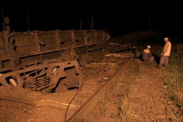 У Львові зійшли з рейок і перекинулися 13 вагонів з вугіллям