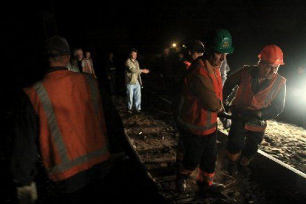 Во Львове сошли с рельсов и перевернулись 13 вагонов с углем