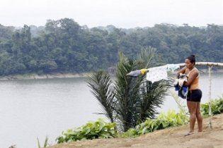 """У Бразилії індіанці взяли у заручники сотню робітників, що будують ГЕС на """"священній"""" землі"""