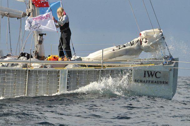 Потомок Ротшильдов пересек океан на судне из пластиковых бутылок