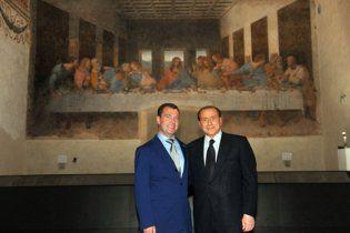 """Италия осудила Берлускони за фото с Медведевым на фоне """"Тайной вечери"""""""