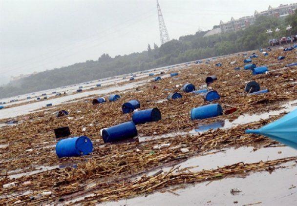 Китайці виловили з Сунгарі майже всі отруйні діжки