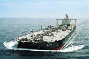 В аварии японского танкера подозревают подводную лодку или мину
