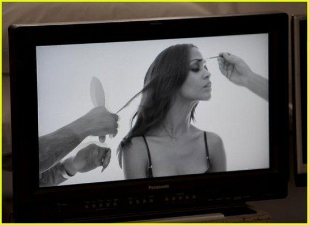 Зои Салдана рекламирует нижнее белье Calvin Klein