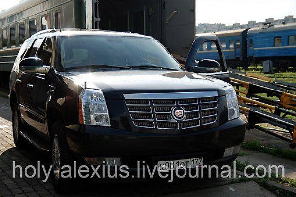 Патриарх Кирилл ездил в Киеве на крутом авто за миллион (видео)