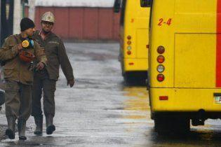 """Из шахты """"Суходольская-Восточная"""" достали живого горняка: судьба еще 9-х неизвестна"""