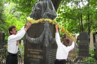 Найден вандал, который повредил могилу Леси Украинки