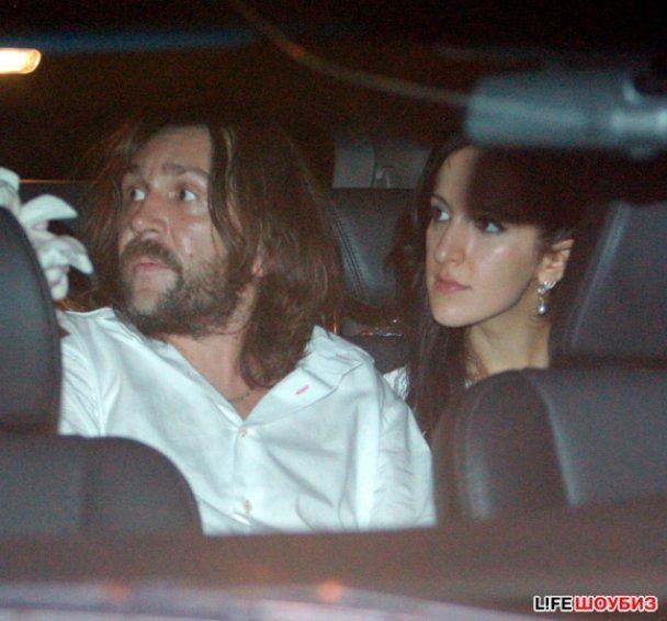 Сергій Шнуров одружився із молодою журналісткою