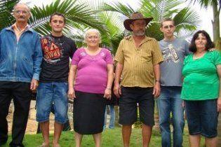 Перепутанные в роддоме бразильцы 25 лет жили с чужими родителями