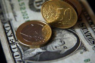 На межбанке замерли доллар и евро