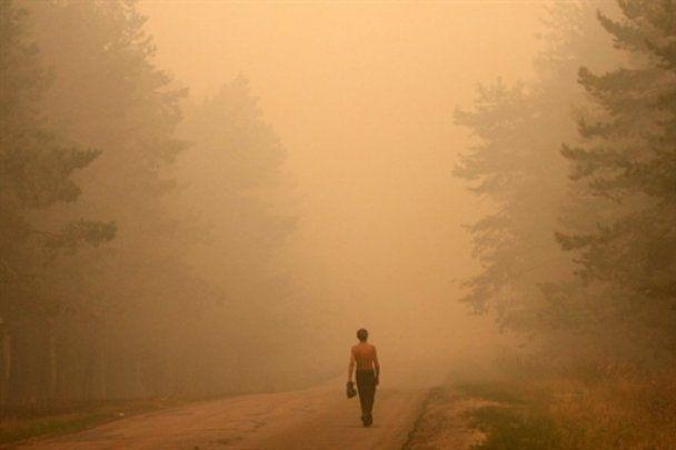 На Москву опустился густой и едкий смог