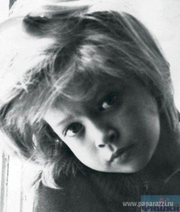 В Интернете появились детские фото российских звезд