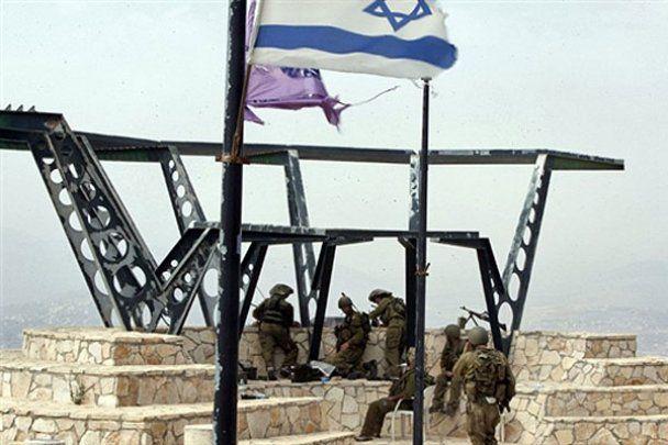 Дерево вызвало конфликт на границе Израиля и Ливана