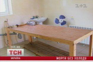 В 40-градусную жару в киевских моргах не работают холодильники