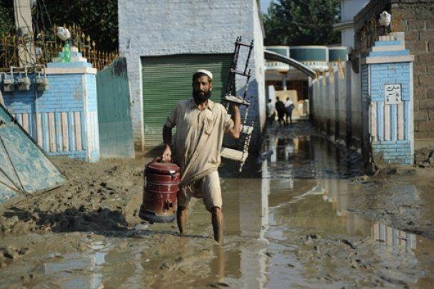 Более 4 миллионов человек пострадали от наводнения в Пакистане
