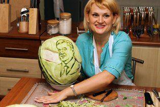 В Донецке вырезали на арбузе портрет Януковича