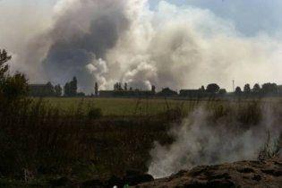 Українські військові поливають водою снаряди, щоб уникнути вибухів