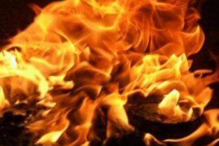 У Бангладеш загорілася фабрика із 10 тисячами працівників