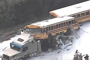 У штаті Міссурі сталася аварія за участю двох шкільних автобусів