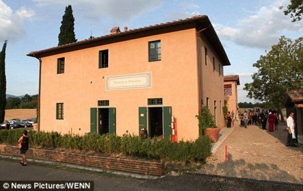Стинг открыл продуктовый магазин в Италии