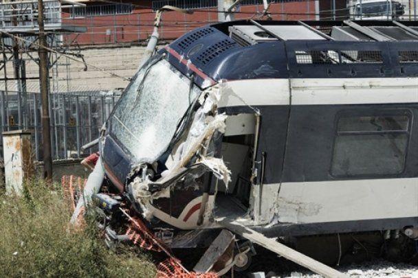 В Неаполе сошел с рельсов поезд, есть жертвы