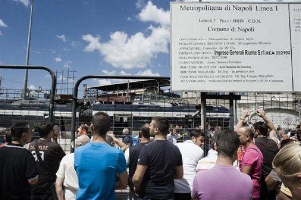 У Неаполі зійшов з рейок потяг, є жертви
