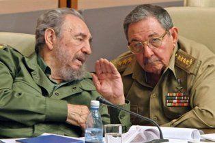 Фидель Кастро решил снова отобрать власть у младшего брата