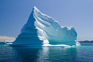 Від Гренландії відірвався гігантський крижаний острів