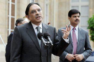 У президента Пакистану кинули два черевики