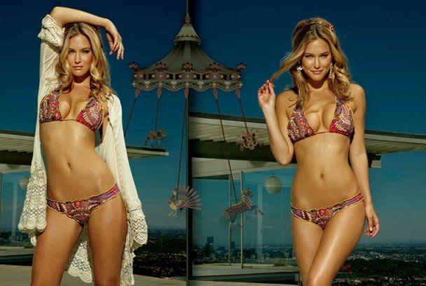 Сексуальная Бар Рафаэли рекламирует купальники