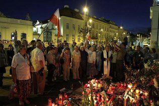 У Варшаві тисячі демонстрантів зажадали прибрати хрест Качинському