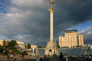 На Майдані почали ремонт монументу Незалежності