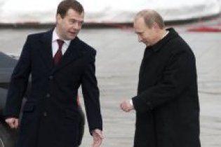 Западные журналисты увидели, как Путин крышует Медведева