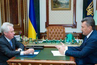 Янукович: Медведько сам попросив звільнити його