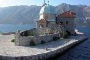 Украинцам разрешили ездить в Черногорию без виз