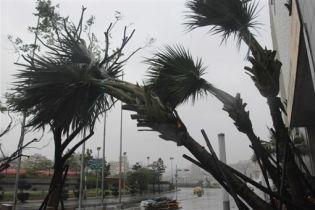 """Китай готовится встретить тропический шторм """"Фунвон"""" (видео)"""