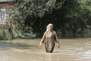 Шуфрич вылетел бороться с наводнением на Закарпатье