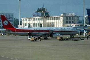 В китайском аэропорту пассажиры устроили драку