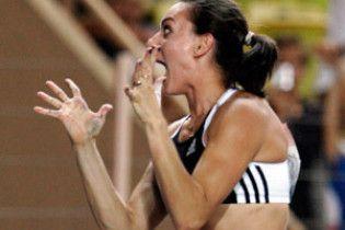 Исинбаева подняла мировой рекорд до 5,04 м