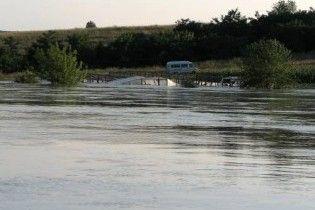 Наводнение на Западной Украине набирает обороты: сотни домов под водой