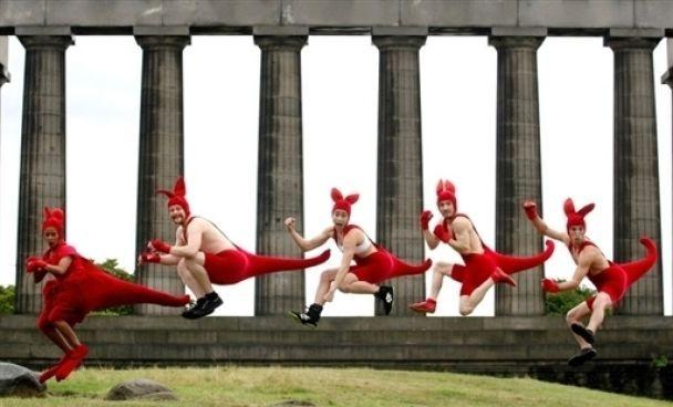 В Эдинбурге начался месяц фестивалей (фото)