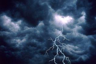 Молния поразила 90 человек