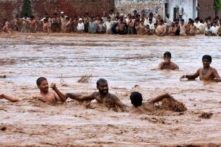 35 людей погибли в Пакистане из-за ливней (видео)