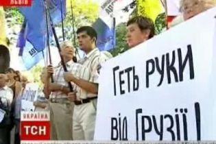 В Украине пикетируют российские представительства (видео)