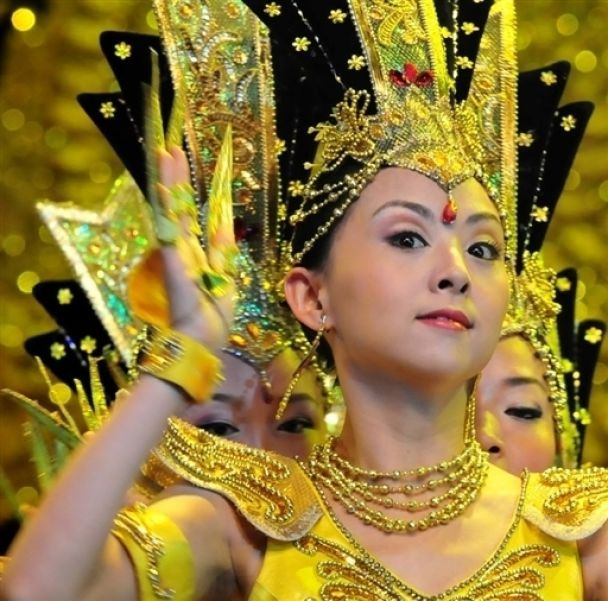 В Пекине выступает необычная группа танцовщиц (фото)