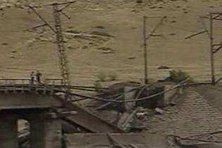 Железнодорожный мост недалеко от Тбилиси взорвали (видео)