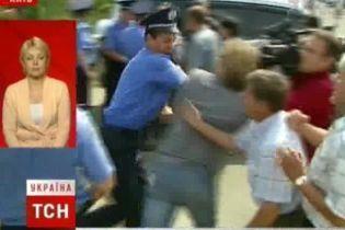 Киевляне подрались с милицией за автостоянку (видео)