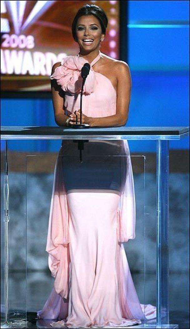 Ева Лонгория показала 10 своих платьев